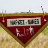 「地雷を踏む」の意味
