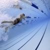 プールで泳ぐ 50肩のリハビリと気分転換に良い