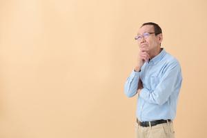 パーキンソン病とはどんな病気?症状や予防法、進行はどう進む?