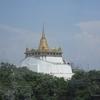 13番 黄金の山というより、黄金の冠が乗った山は大人気のお寺(1)