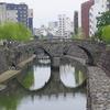 「眼鏡橋」は日本三名橋で国の重要文化財に指定されている日本最古のアーチ型石橋。長崎市魚の町にある観光名所