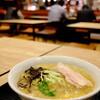 新千歳空港の出発ロビー内に開店、北海道食堂で味噌ラーメン