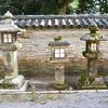 石清水八幡宮の信長塀と御神木「楠」。