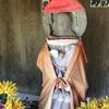 貝の首飾りに身を包む 霊川寺のいぼとり地蔵(三浦市)