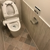 【WEB内覧会】トイレが完成!床材を壁に貼り込んで汚れ対策!