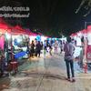 ラオス・ビエンチャンのナイトマーケットで夜を満喫する。
