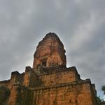 滞在2日目も自転車に乗って・・・、まず向かった先は「パクセイチャムクロン(Baksei Chamkrong)」~鳥の伝説があるピラミッド型寺院へ。。。