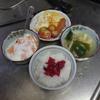 幸運な病のレシピ( 1492 )朝:バターオムレツ、トマトソテー、ウインナ、味噌汁、父の朝食