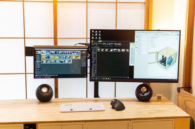 【画面を浮かして机を広くするぞ】2000円ちょっとのモニターポールで自作デスクを改良した!