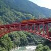 冒険心くすぐるトロッコ電車で黒部渓谷の旅!