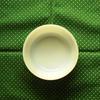 私の手持ちのヴィンテージ食器のうち『Fire-King(ファイヤーキング)』のミルクガラス「サラダボウル」を紹介します