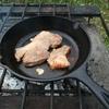 キャンプ飯 スキレットで肉を焼かないで何を焼くんだろう。