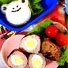【キャラ弁】カエルおにぎりと豚薄切り肉でスコッチエッグ