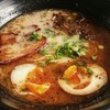 シンガポール屋台(ホーカー)のラーメン屋「豚金(ぶたきん/Buta Kin)」にてSGD5.00前後のラーメンを食べてきたので感想なんかを書きます。