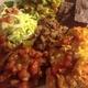 ぎゅうぎゅう一皿食:鱈のコーンフラワースパイス焼き、隠元トマト煮込み、栗入りワカモレ、コールスロ=、リフライドビーンズ
