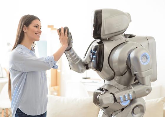 たとえロボットでも褒められると人は伸びる!? 理系のニュース4選