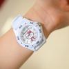 小3の娘が時計を欲しいというので、HELLO KITTYの腕時計をプレゼントしたら嬉しそうだった。