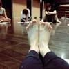 梅雨の朝、足の裏