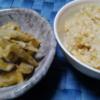 ①土鍋で炊いた玄米ごはん ②厚揚げ、茄子、ゴボウ、玉ねぎの味噌煮(レンジで作った)