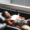 読書をする時はどんな姿勢が良いか【座る・うつ伏せ・寝る・立つ】