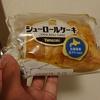 阪急オアシスで見つけたシュークリームとロールケーキが合わさったスイーツ、シューロールケーキを試しに買ってみました。