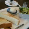 ほっかほかトーストとシャキシャキ野菜。ティファニーならぬカフェで朝食を