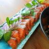 サーモンのヤム、キンカンのサラダ、豚のミントソース。