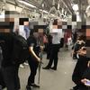 MRT(シンガポール鉄道)内では、電話で話すことは迷惑行為ではないのか!?対策はたったひとつ!