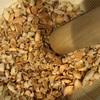 すり鉢で余った福豆をきなこにする
