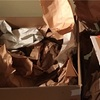 荷物を開けると紙だらけ?*海外引越しの梱包は自分で!