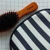 マペペとメイソンピアソンの剛毛&癖っ毛もツヤ、サラ、ストンとまとまる猪毛ヘアブラシ。