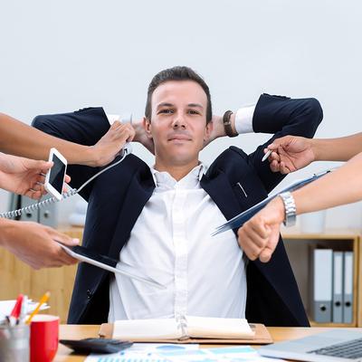 忙し過ぎる上司に不満。相談もできないとき、部下はどう立ち回るべきか