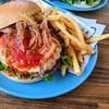 犬連れ可「サザンビーチカフェ」」でハンバーガーを楽しむ!