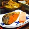 豊洲の「米花」で塩鮭、肉豆腐、切り干し大根。