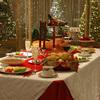 """クリスマスと七面鳥1 """"欧米のクリスマスイブでは七面鳥がメインディッシュ:これは間違いのよう.北部ドイツの伝統的なクリスマスでは, """"Karpfen blau (鯉料理)"""".しかし南部では,ガチョウ.フランスの鳥料理は七面鳥でもよいものの,シャポンchaponが最高級.鳥料理だけではなく,オイスターやロブスターも定番.イタリアの伝統的なカソリック信者にとってクリスマスの正餐はランチ(il pranzo).フランスと同じく七面鳥でもよいが雄肥育鶏が最高級.南部の伝統料理で有名なのが""""Capitone"""" ."""
