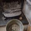 灰の掃除 寒い冬でも Cleaning the ash