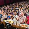 アメリカに旅行する際はレストラン兼映画館を体験してほしい、感動するから。