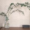 枝もの植物を飾ると部屋がおしゃれになる