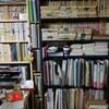 本棚の整理。後ろの本が見えるように。