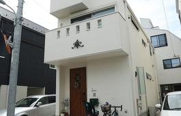 1階から3階まで、すべて異なる雰囲気の家で理想的な家事動線を実現