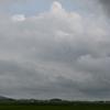 土砂降りの雨の後は曇り空