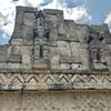 メキシコ カバー遺跡 「コズ・ポープ」(仮面の神殿)壁全面に雨の神 チャック像、裏側には支配者? 宇宙飛行士像?