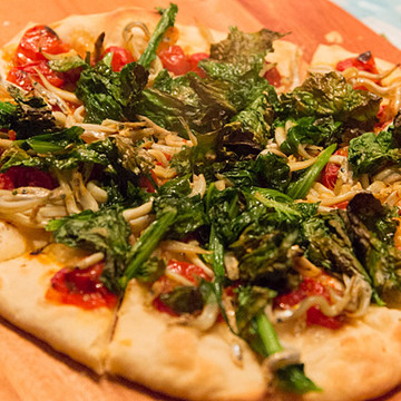 自宅で「石釜で焼いたような本格ピザ」が食べられる専用ピザメーカーが楽しい