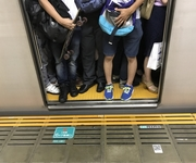 人身事故にイラつき、立川駅で喧嘩が相次いで勃発 外国人から鋭い指摘も
