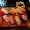金沢市泉が丘にある回転寿司のお店、左衛門で握り10貫+みそ汁のコスパ良いおまかせランチ