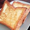 ブランチキッチン フレンチトーストとサーモンのタルタルアボカドとポーチドエッグ