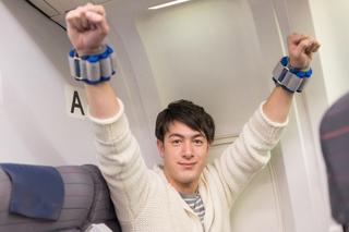 【機内で筋トレ×東急ハンズ】北海道出身ハーフモデルkaimiの飛行機内ジム化計画