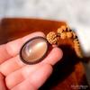レア・希少!上品な光沢と透明感、神々しいほど美しいキャッツアイ効果!キャッツアイシルキーグレームーンストーンの高品質ルドラクシャマーラーペンダント(菩提樹の実)第4&7チャクラ対応