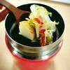 夏場のクールなお弁当第一弾、『半額サラダの冷製オニオンスープ』。