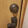 家の外に鍵付きキーボックスを置いて非常時に備える